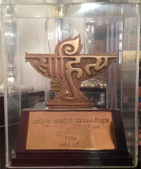 Nine more writers return Sahitya awards
