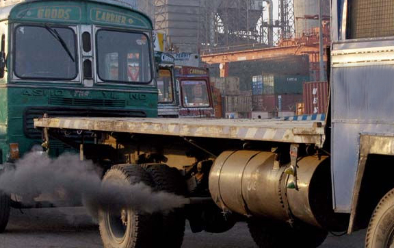 SC agrees to charge Rs 1,300 from polluting trucks