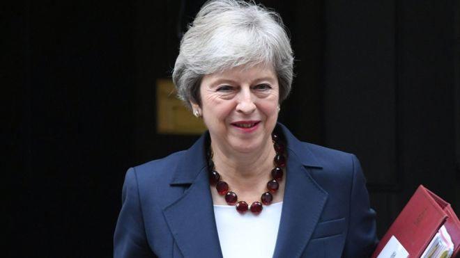 ब्रिटेन की प्रधानमंत्री टेरेसा मे ने बागी सांसदों से ब्रेक्जिट पर ''सम्माननीय समझौता'' करके ''देशभक्ति'' निभाने की रविवार को अपील की