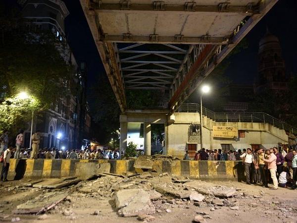 क्षिणी मुंबई में 'कसाब पुल' डहने से 6 की मौत, 37 घायल